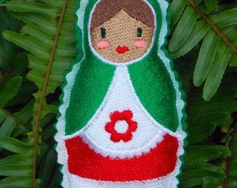Christmas~Holiday~Gift ~ Wreath Ornament Traditional Russian Style Mamushka~ Matryoshka~Babushka Doll Machine Embroidered