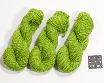 DK Mini Skein 25g | Hand Dyed Yarn | 100% Non Superwash Wool | Light Green | Yellow Green | Stranded Knitting | Color Work | Semi Solid Yarn