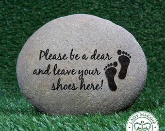 """Shoes Off Garden Stone 5-7"""" - Leave Your Shoes Here Front Porch Decor - Please Remove Shoes Etched Stone - Sandcarved Engraved River Rock"""