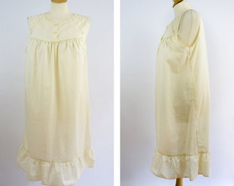 Vintage Night Gown, Ivory Slip Dress, BHS Brand,  Bust 38 Bust 40, Size Medium, Granny Slip, Granny Nightgown, Ruffle and Lace Nightgown