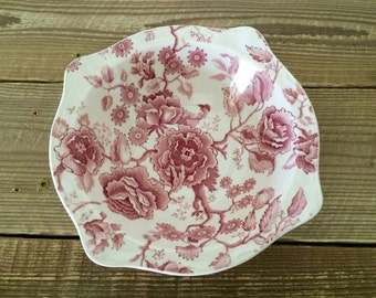 Vintage Johnson Brothers English Chippendale Vegetable Bowl