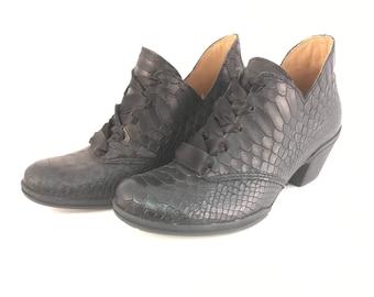 snake black boots