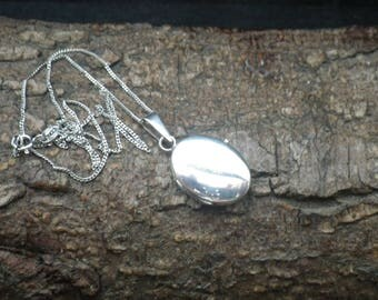 Sterling Silver Curb Link Necklace Chain Oval Picture Locket Pendant