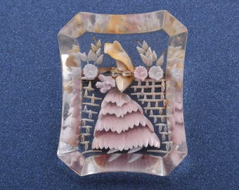 Lucite 1940's Brooch (774q)