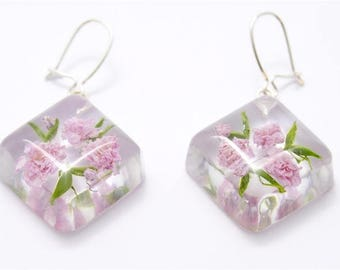Square earrings with gypsophila flowers