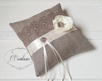 Ring Pillow {Happiness} of linen canvas, lace and flower of artisan satin