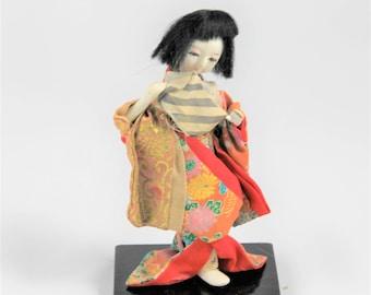 Vintage Japanese Geisha figurine doll, Japanese Geisha in floral kimono, Asian décor, collectible