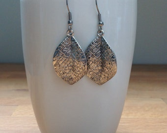 Antique silver vivid leaf earrings
