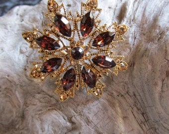 Vintage Amber Glass Rhinestone Pin Brooch With Gold Tone Accents