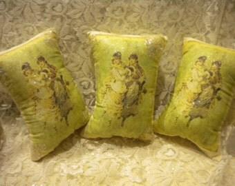 Pillow Tucks / Tree Ornaments Victorian Scene (3)