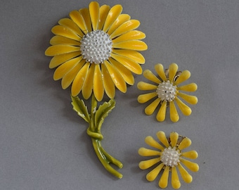 Vintage 60s Yellow Daisy Flower Enamel Brooch & Clip Earring Set