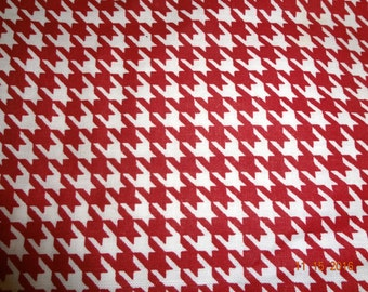"Red & White Houndstooth Print Cotton Fabric Remnant - 20"" x 65"""