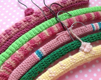 6 retro hangers, green and pink crocheted hangers, granny chic clothes hangers, wooden hangers, clothing hangers, crochet hangers
