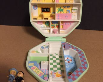 1990 Bluebird Polly Pocket classroom complete set