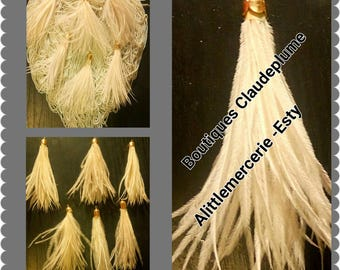 Pendants PomPoms off white ostrich feathers
