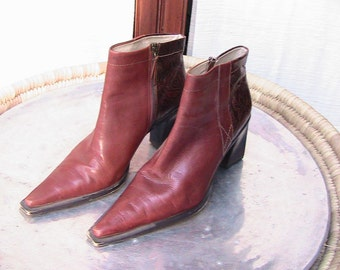 Size 8B BCBG Smooth Brown Leather Thick Healed Chukkas