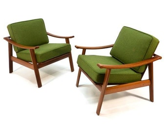 Pair of Teak Lounge Chairs by William Watting (BDAZPD)