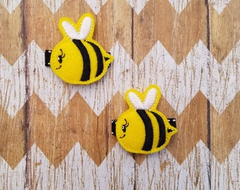 Bumblebee hair clips, bee hair clips, bee clippies, clippies set, clippies, felt hair clips, toddler hair clips, pigtail hair clips, bee bow