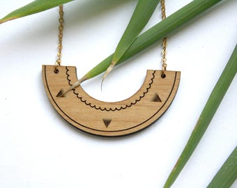 Geometric aztec necklace, triangles engraved, wood graphic jewel, original, minimal style, unique gift for her, Jewelry made in France Paris