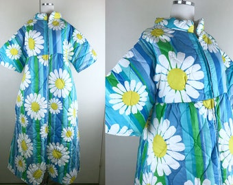 1960s Blue Green Daisy Quilted Robe // 60s Retro Floral House Dress