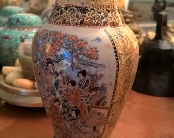Chinese vase vintage patterns