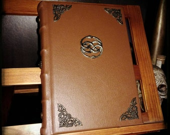The neverending story, the book. Bound by hand. Neverending story.