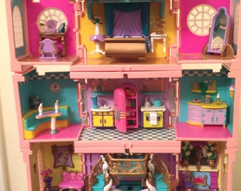 vintage polly pocket 5 room mansion and family.