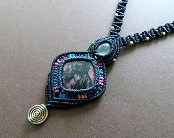 Macrame jewelry, Rhodonite and Rose Quartz necklace, Macrame necklace, Elven jewelry, Festival jewelry, Hippie jewelry , Strange Wilderness