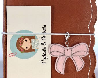 Felt PIP CLIP Blush Bow Traveler's Notebook Charm, Cute TN Dori Accessory