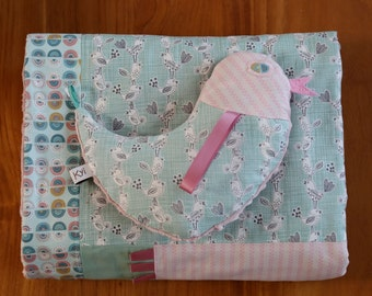 Baby blanket with hen cuddly toy MESUDORI