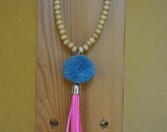 Collar tassels