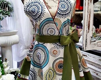Retro style apron in Mandala circles and green motives. Made by cotton, in circular flirty skirt shape.