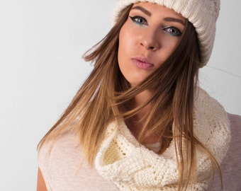 Beanie hat with pom-pom and with snood