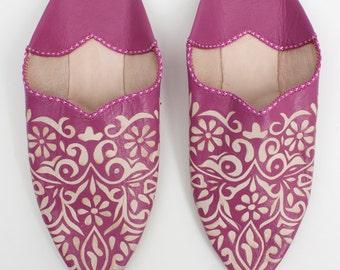 Decorative Moroccan Babouche Slippers, Fuchsia