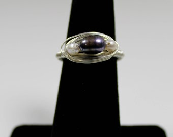 Black-and-white freshwater pearl ring in sterling silver