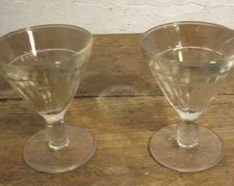 """2 small glasses """"French bistro"""" molded, beginning XX e"""