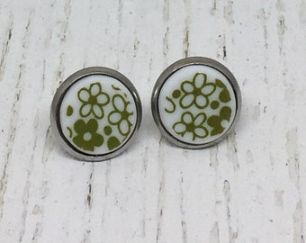 Simple Circle China Stud Earrings - Pyrex Crazy Daisy, 1970's