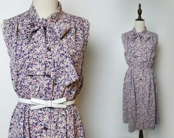 Lavender Violet Purple Pink Floral Print Women Vintage Dress Pleated Sleeveless Ribbon Neck Tie Collar 1960s