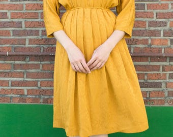 The Cornflower / Mustard yellow dress / Mid-length sleeve / Pleated bodice and skirt / Relief pattern / Vintage Japanese dress / Size L