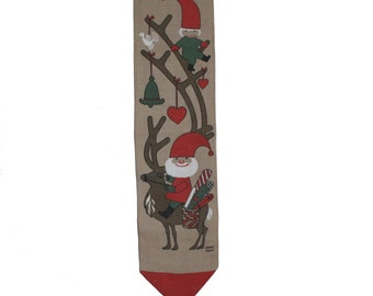 Lovely vintage retro Christmas Wall hanging Tapestry with Santas. Designed by Jerry Roupe, Sweden Scandinavian