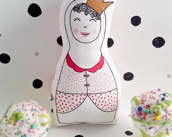 Wrist rattle, hand painted. Rag doll. Princess Dolça. Child cushion. Gift for baby. Pillow baby. Rattle.