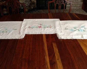 Vintage Floral Lace Embroidered Pillowcases Set of 3