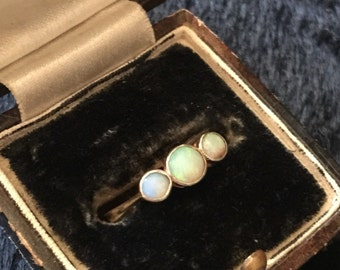Antique early 20th century 18k opal three-stone ring