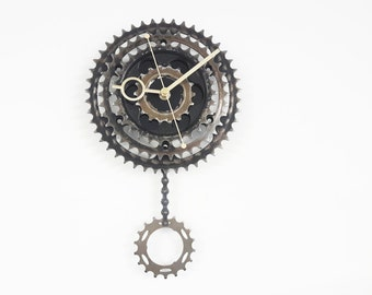 Bicycle gear clock, pendulum bike clock, steampunk clock, clock art, gift for him, large wall clock, pendulum clock, bike clock