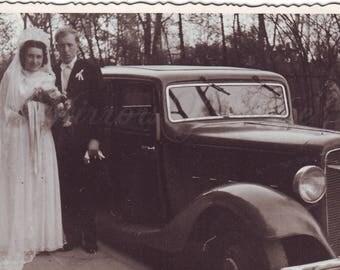 Vintage Photo - Wedding photo - Bride - Groom - Vintage car - Chevrolet - Romantic photo - Vintage Snapshot - Polish Photo - 1940s photo