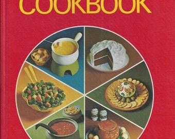Betty Crocker's Pie Cook Book (GENERAL MILLS) 1972