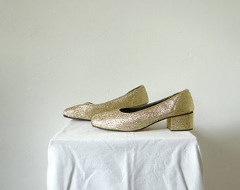 1970's lurex mules, block heels in gold with block heel in metallic gold. Size 6 AU.