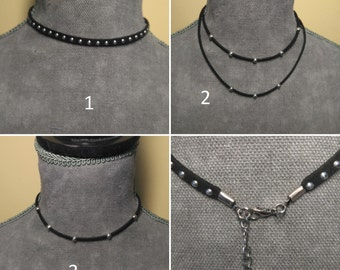 CHOKER Black's face with balls of color silver. Choker of Black Suede with zinc alloy silver balls