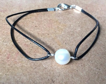 Beautiful Fresh Water Pearl and Leather Bracelet