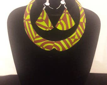 All crew neck scarf + earrings green and Brown